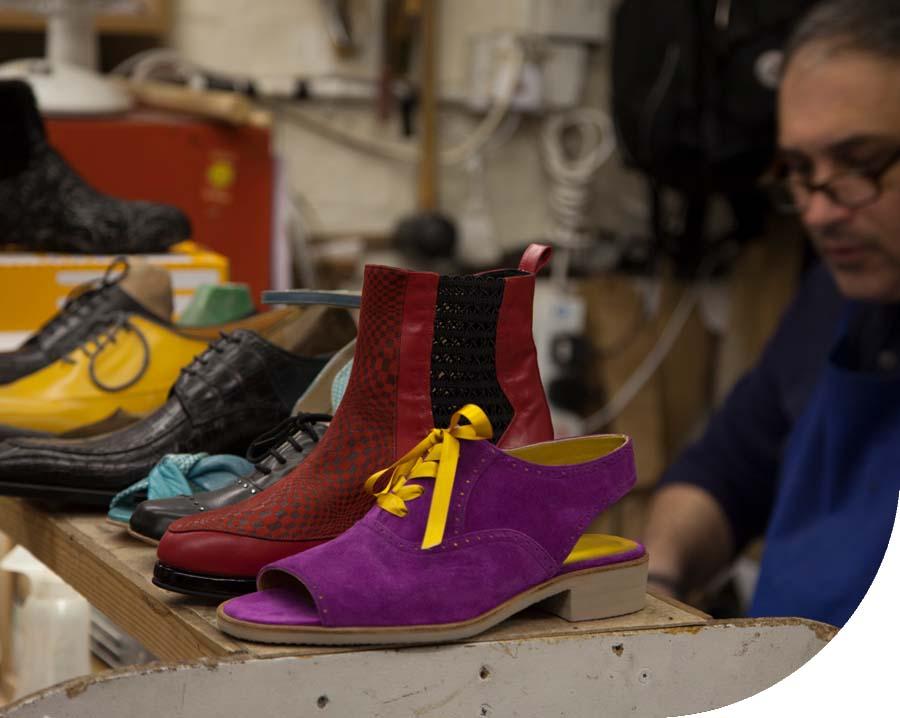 https://specialfootwear.co.uk/wp-content/uploads/2021/10/img-people-01-1.jpg